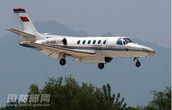 """雅安/海军某飞行团""""奖状""""飞机已经从位于四川绵阳的基地起飞,再次..."""