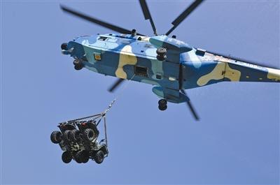 兵直八空吊两辆全地形车赴战场 图图片