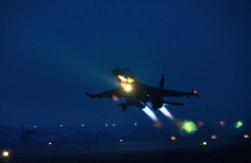 HD: un nuevo caza pesado Shen práctica abierta noche-vuelo vacía