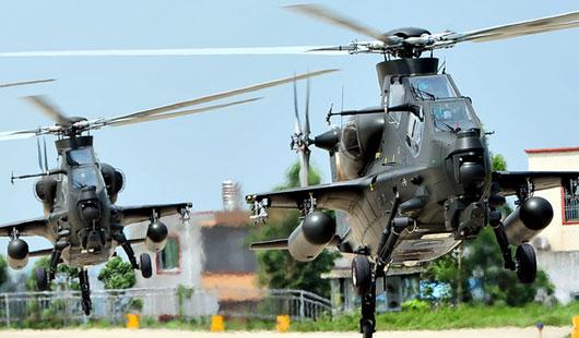 南京军区某陆航团新型武装直升机编队训练