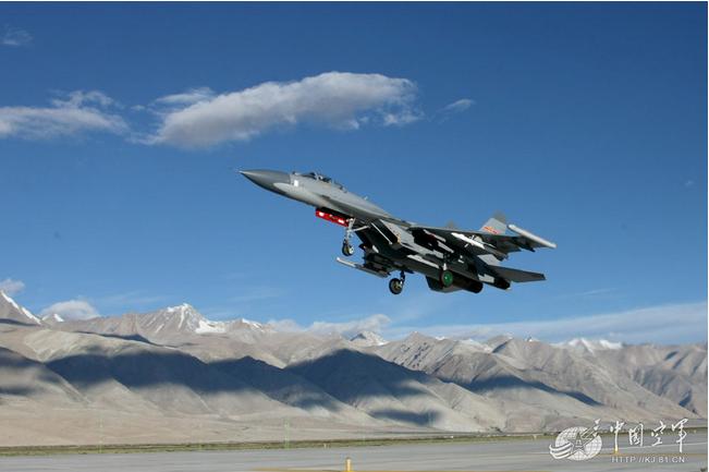 高清:兰空飞豹歼11战机首次上4200米高原机场
