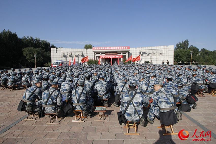 空军指挥学院结合野外综合训练深入学习讨论全党 全军群众路线教育实