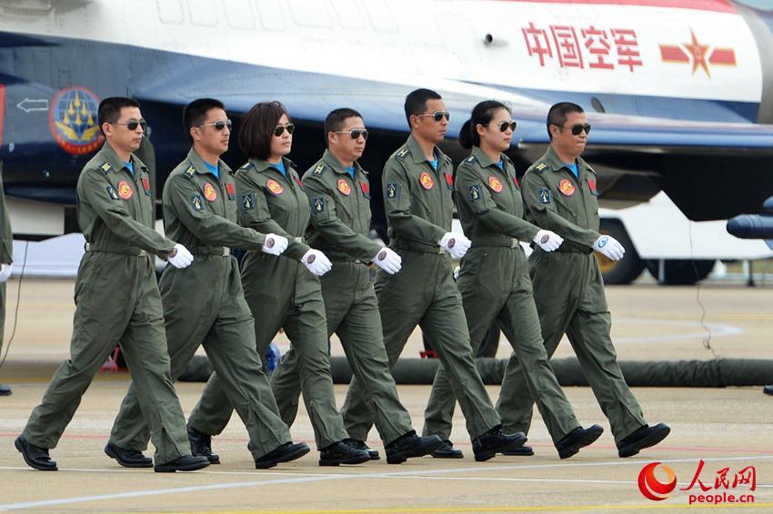 高清:直击中国空军首批歼击机女飞行员【17】