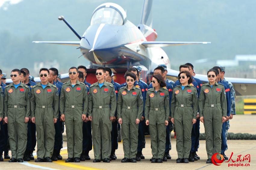 高清:直击中国空军首批歼击机女飞行员【25】