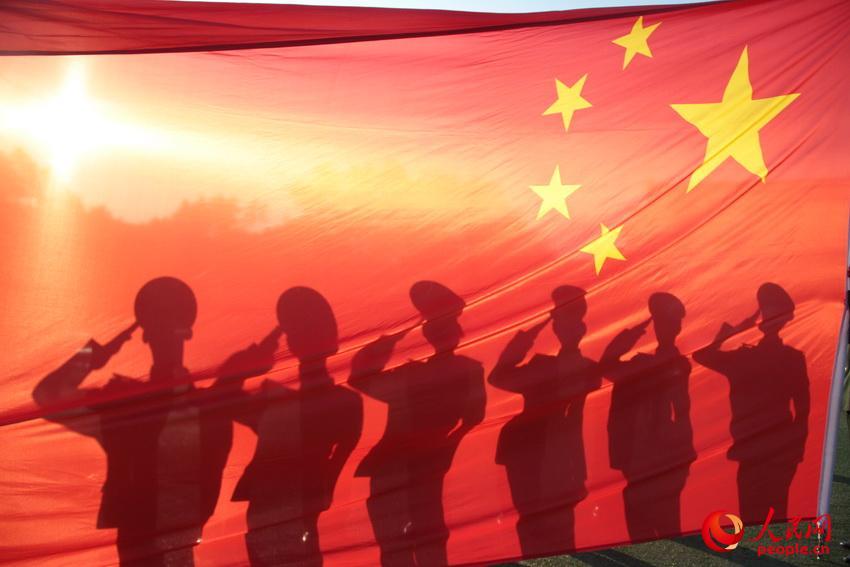 高清:最后一个军礼献给五星红旗【2】图片