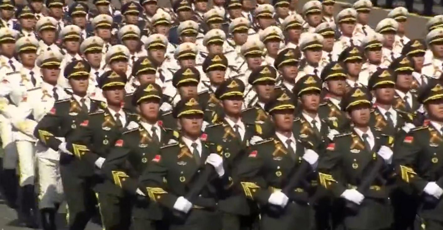 中国人民解放军三军仪仗队亮相阅兵式
