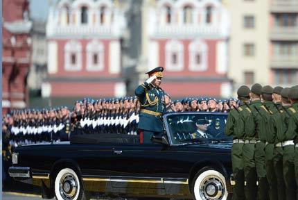 俄罗斯举行纪念卫国战争胜利70周年阅兵式5月9日,俄罗斯在莫斯科红场举行纪念卫国战争胜利70周年阅兵式。