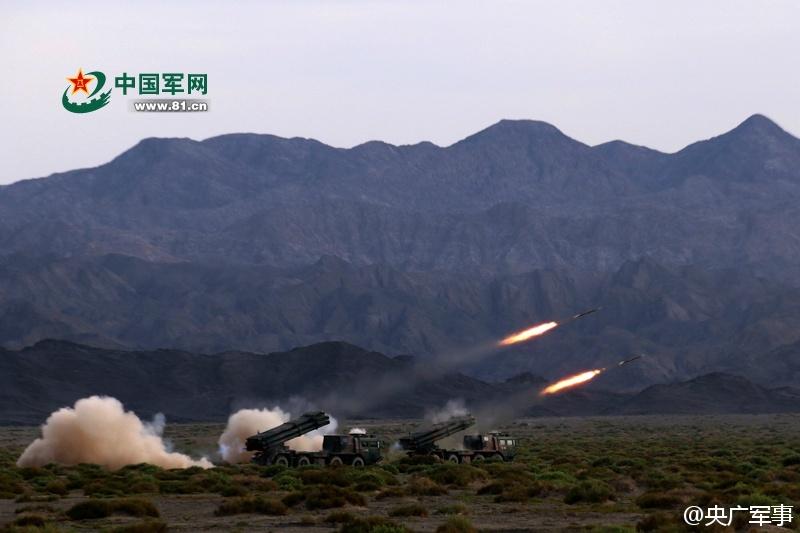 远程火箭炮_我军03式远程火箭炮部队训练快速装弹组图–