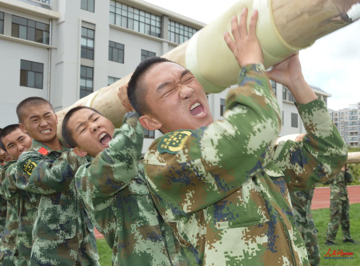 武警森林部队 魔鬼 训练充满 火药味儿图片
