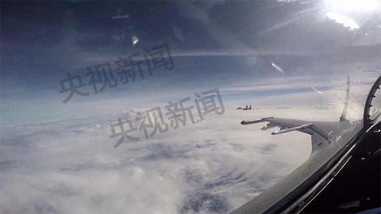 型战机同时飞越巴士海峡宫古海峡 图