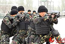 实拍中部战区陆军特种作战旅科目演练