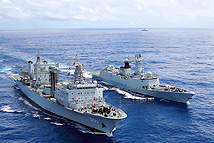 海军第26批护航编队开展海上航行补给