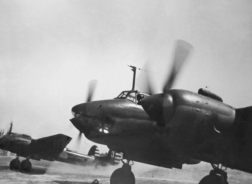 海军组织购置验收苏联海岸炮,水上飞机,轰炸机,水陆坦克的同时,在