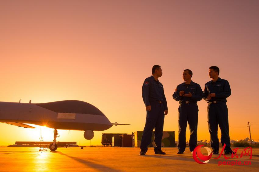 高清:空军无人机飞行员李浩:超越梦想一起飞