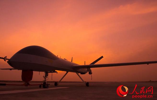 大片来袭 空军无人机训练图震撼登场