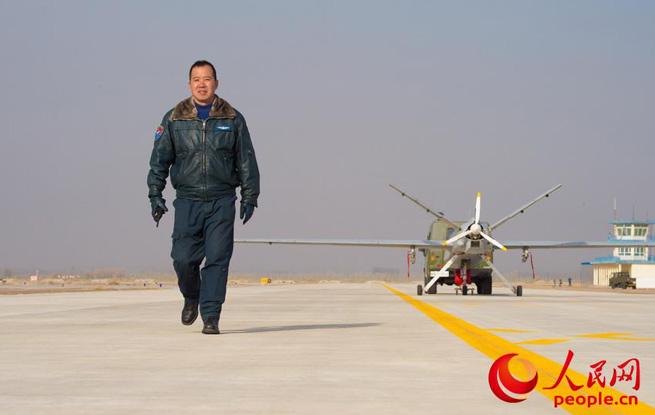空军无人机飞行员李浩:超越梦想一起飞