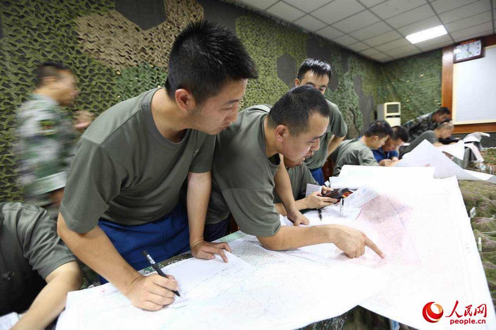 西部战区陆军陆航直升机飞赴九寨灾区
