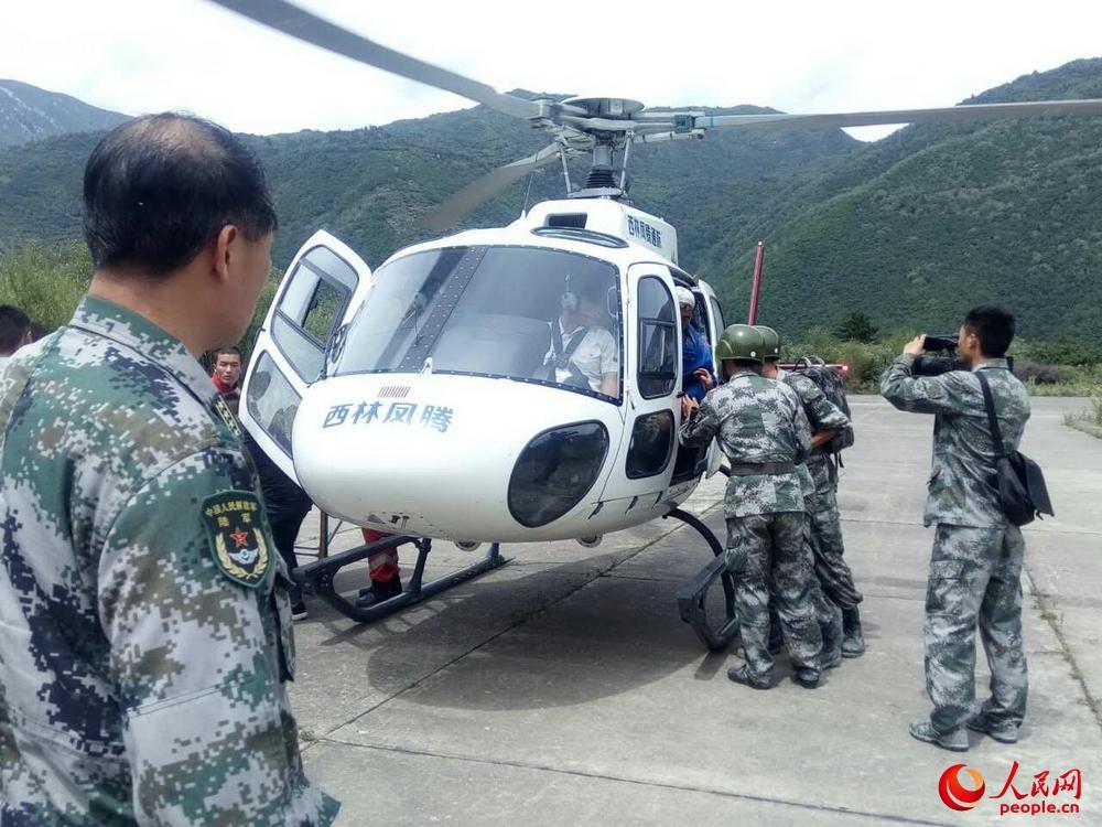 军地联合开展空中救援 救出15名地震被困人员