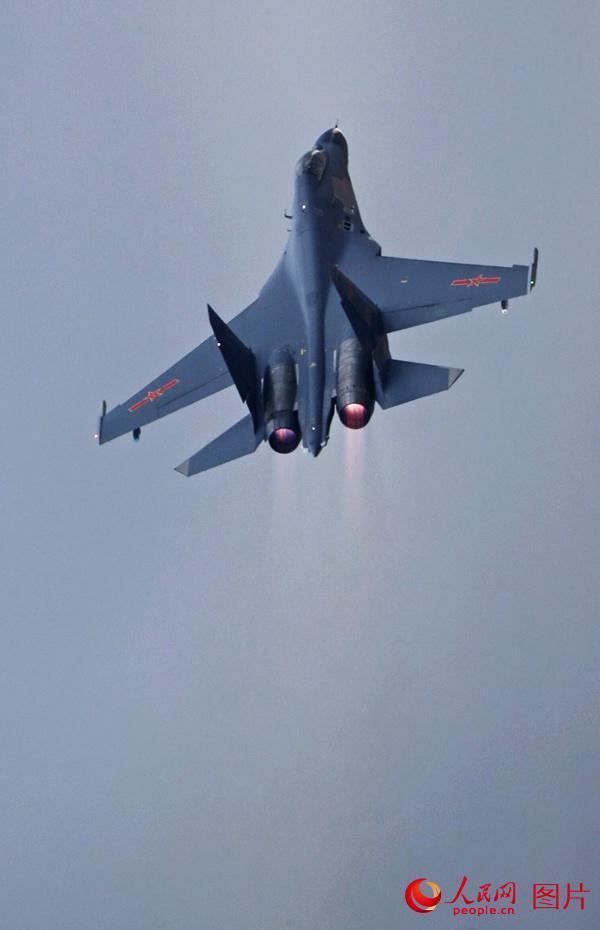 低空呼啸通场后,战机极限跃升。