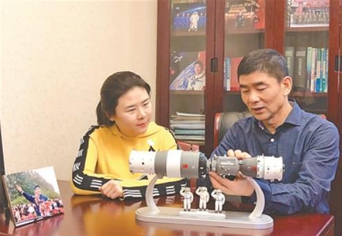 航天员刘伯明之女谈父亲:神七入轨后连续20小时未休息geigehuangwang