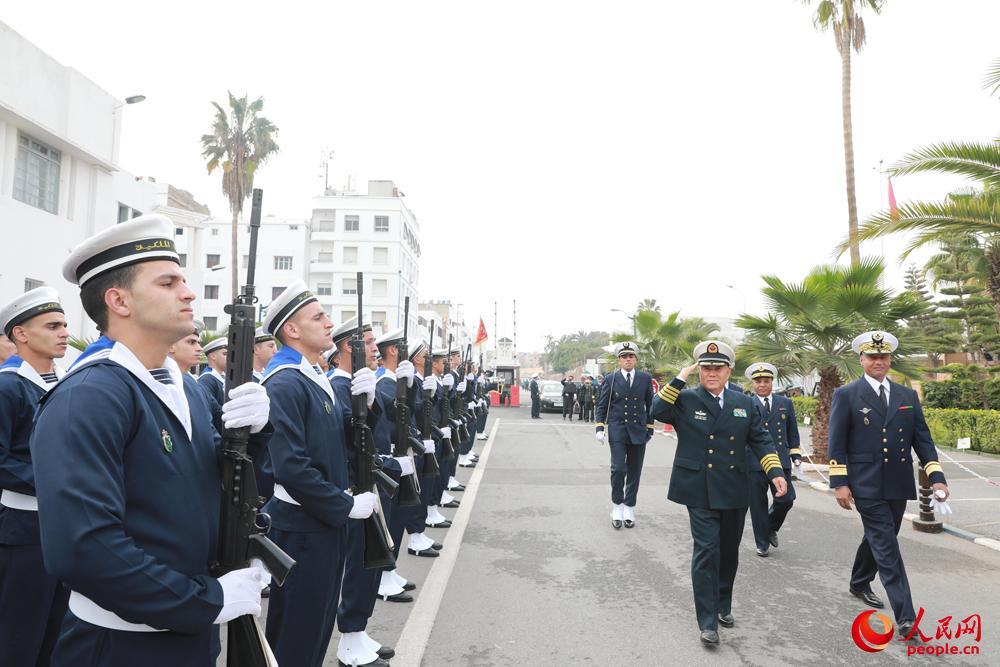 编队指挥员检阅摩军仪仗队。刘鑫摄影