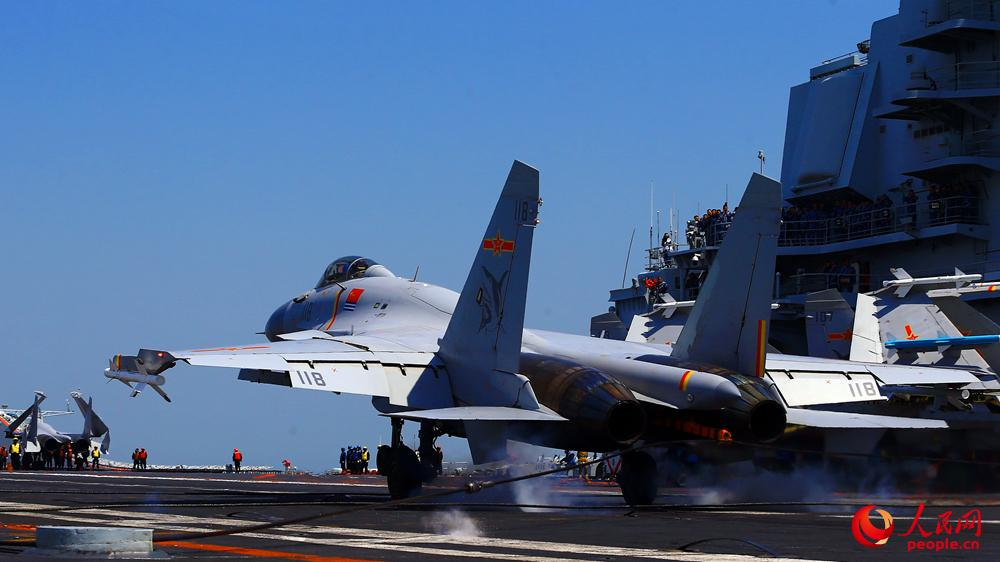 辽宁舰舰载机全程担负战备值班 专家:成为