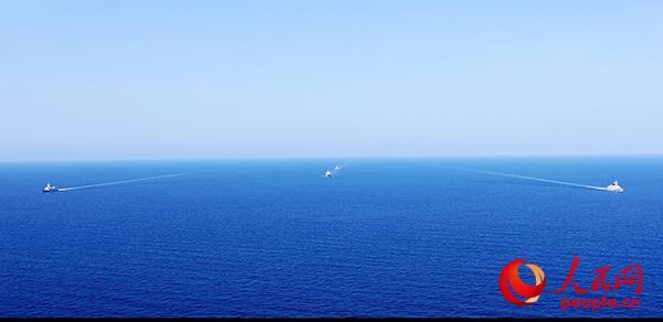 海军第二十八、第二十九批护航编队执行共同护航任务。朱林林摄影