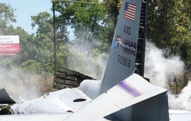 美军С-130大力神军用运输机坠毁 至少5人遇难