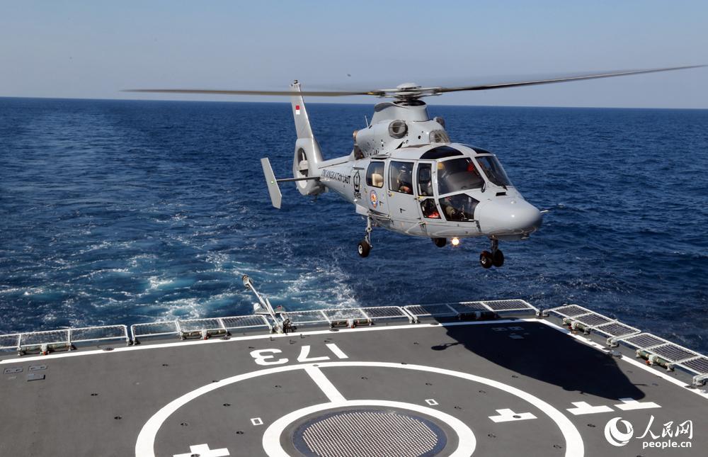 印度尼西亚海军直升机降落柳州舰。曾行贱摄