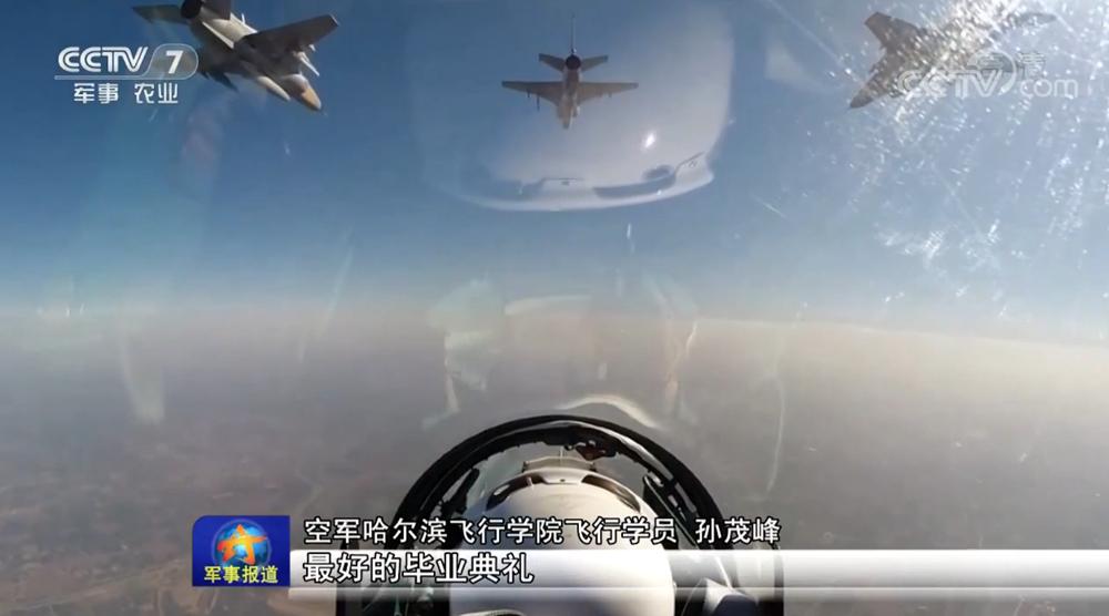 空军飞行学员展开高强度实战打靶 消耗千余枚弹药