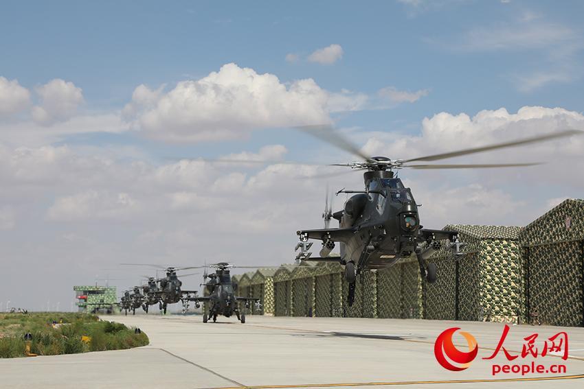 直-10武装直升机编队起飞