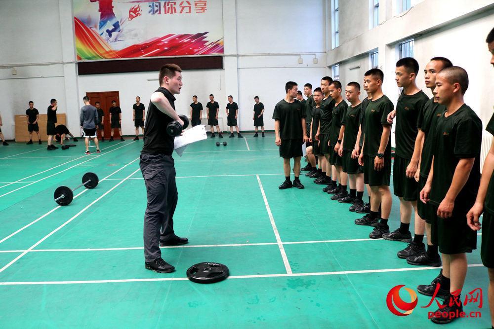 武警北京总队执勤十支队:健身教练入警营 力争