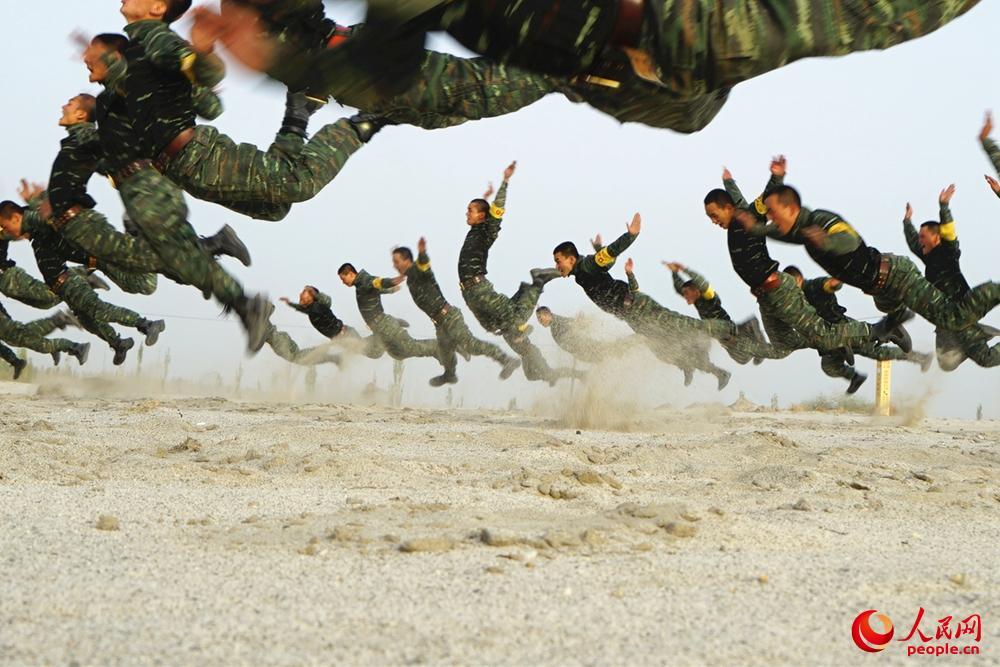戈壁飞舞。