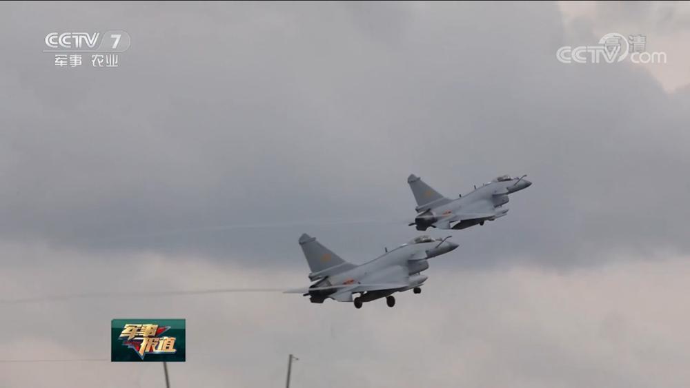 空军航空兵为战而练进行实弹射击训练 检验战术技术水平
