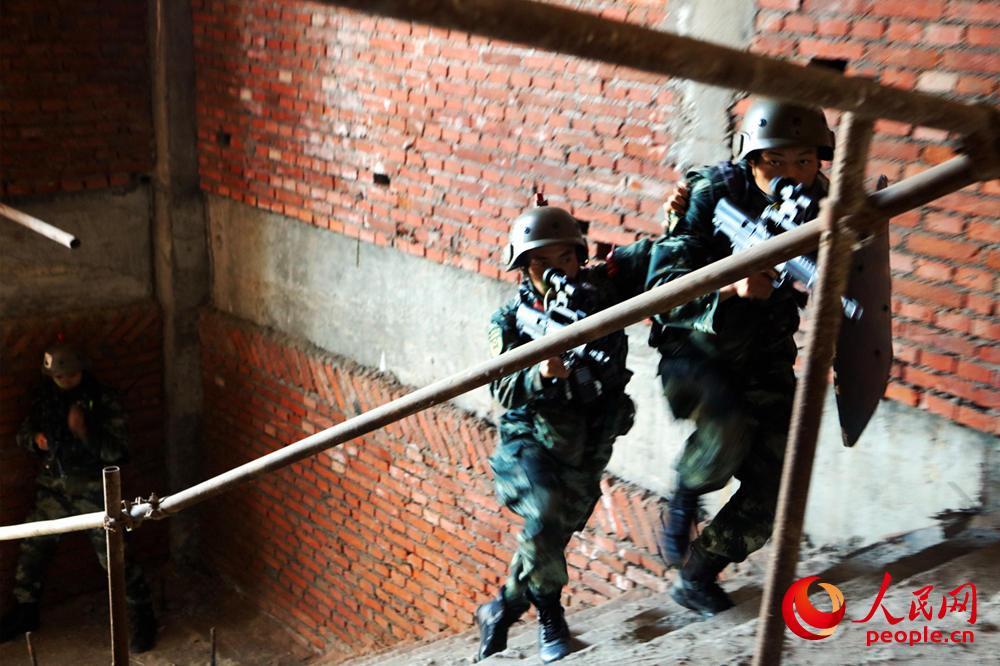 楼房反劫持战斗训练,特战小组快速搜索突击