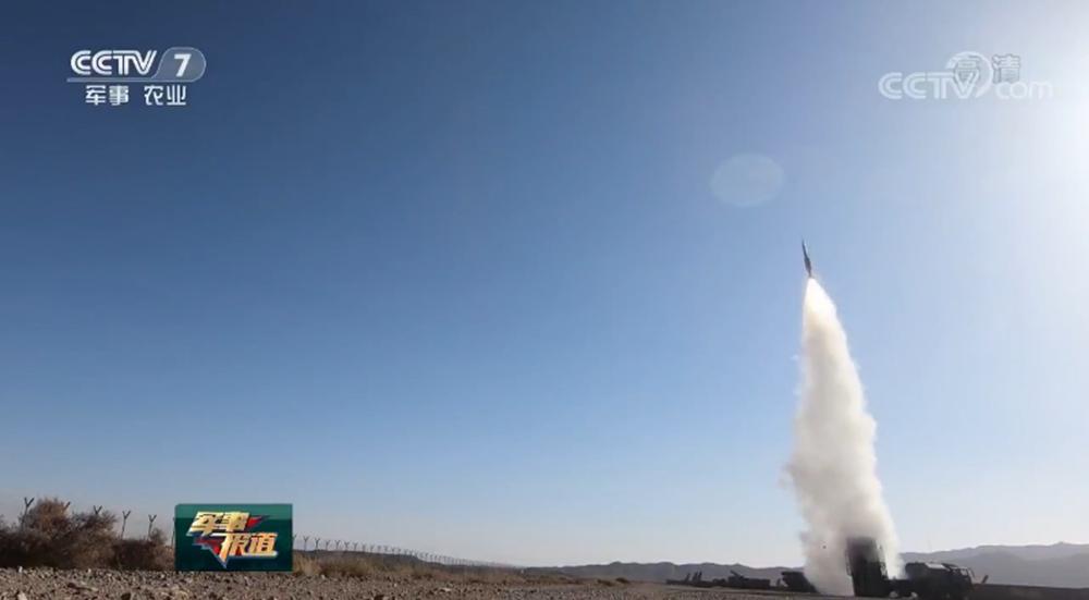 """第77集團軍新裝備首次實彈射擊精準摧毀來襲""""敵""""機"""