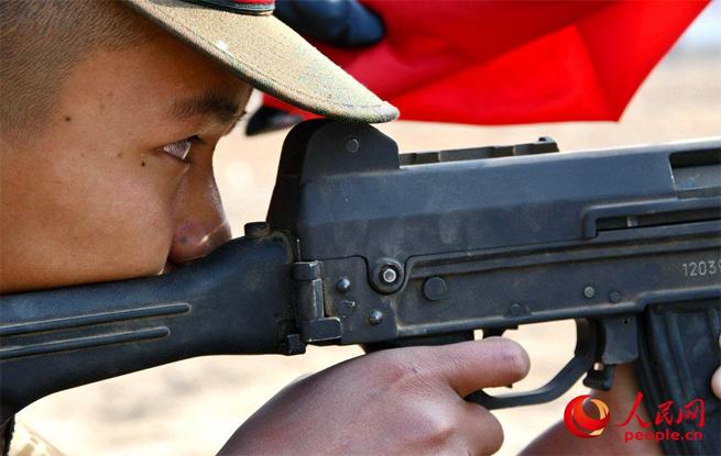 把青春压进枪膛,北京武警新兵打响军营第一枪
