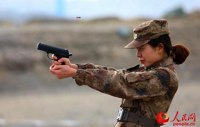 新疆军区某训练基地严密组织年终轻武器实弹射击考核
