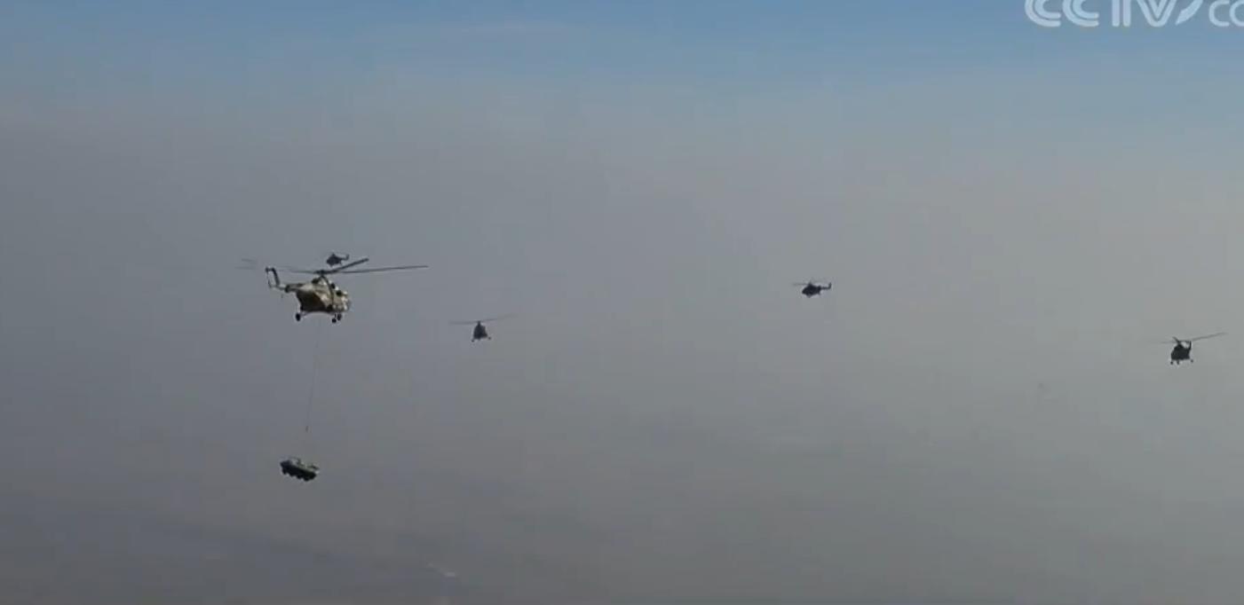 解放军陆航旅多机型实战演练 探索立体攻防作战