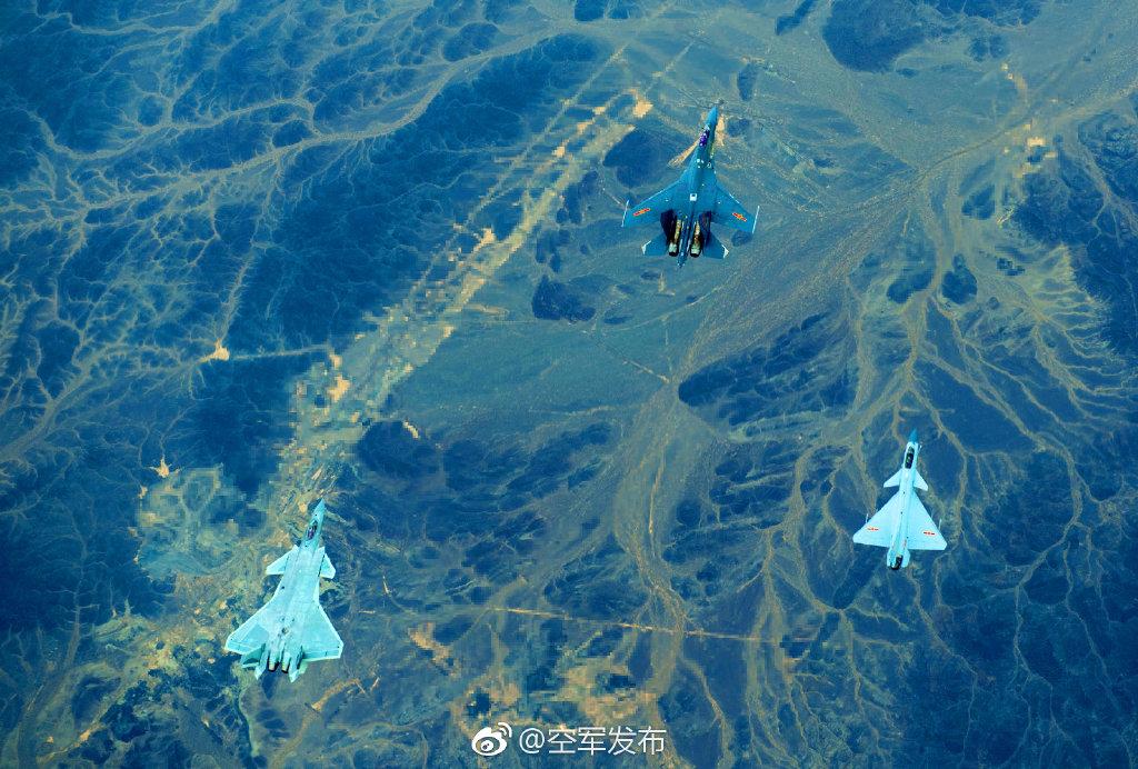 """专家:三型国产战机""""同框""""可胜任多种空战任务 战力强大"""