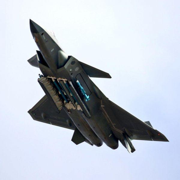 专家:歼-20可跨军种与所有空中平台联合作战 提升空战能力【3】