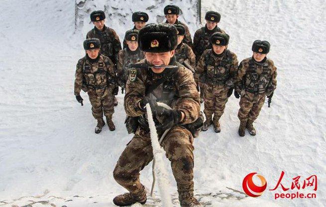 高清:实拍新疆军区某团严寒练兵 砥砺部队打赢本领