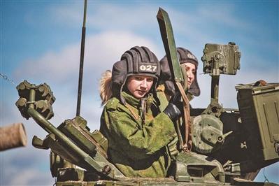 """俄""""坦克两项""""比赛新设女子车组"""