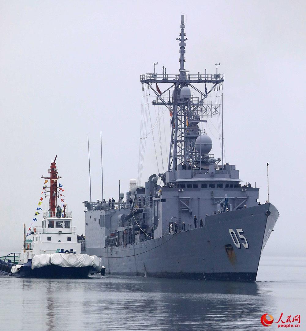 """澳大利亚海军""""墨尔本""""号护卫舰。蒲海洋 摄"""