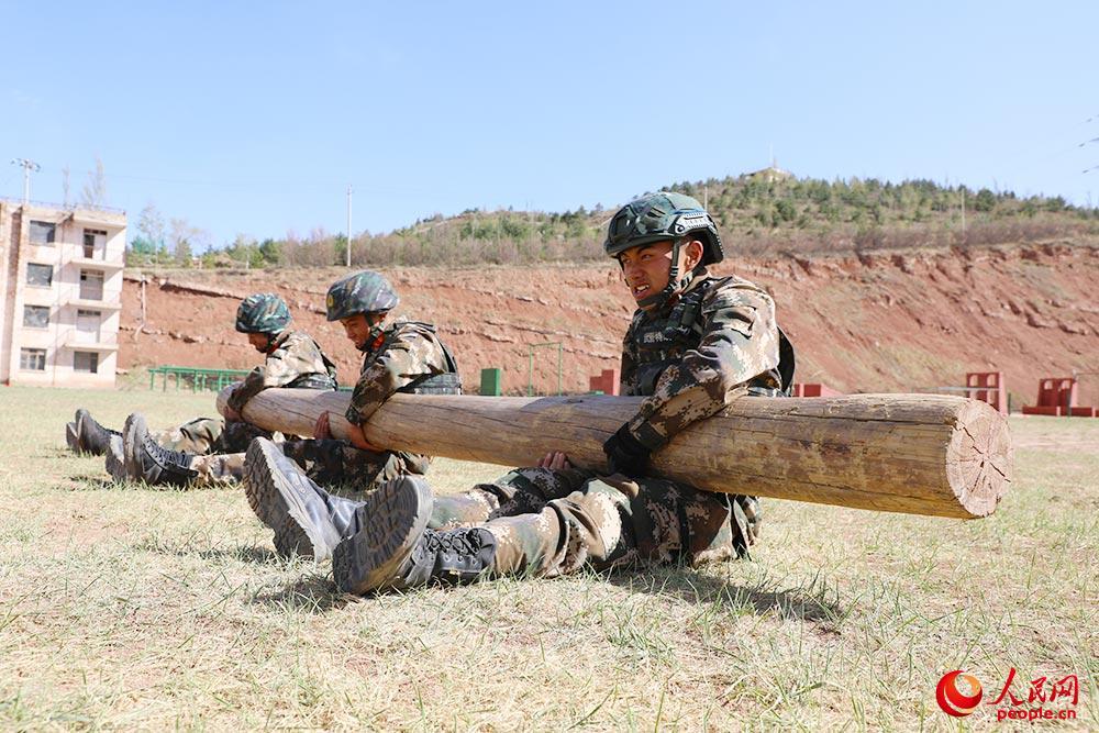 高清:武警特战队员狠抓极限训练 磨砺特战刀锋