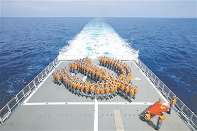 西安艦組織官兵重溫入黨誓詞。 李 昊攝