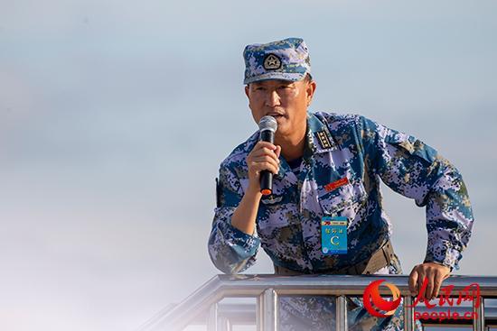 海军方队主教练潘立新:四次阅兵式,一生军旅情糕点切片机