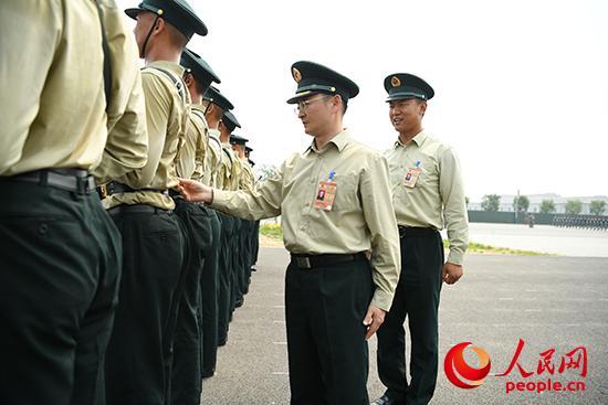 """火箭军方队政委张伟:排山倒海的""""动力源"""""""