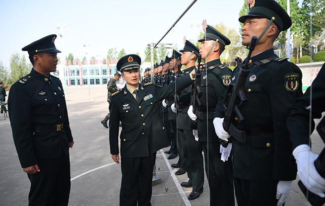 """火箭军方队政委张伟:81msc.com,排山倒海的""""动力源"""""""