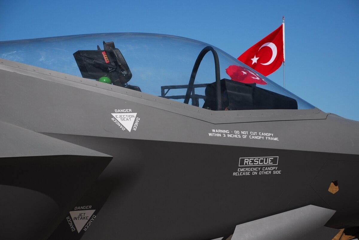 <b>土耳其防长否认要买俄苏35战机:我们是F35项目伙伴</b>